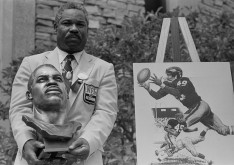Bobby Mitchell at his Hall of Fame induction 1983.